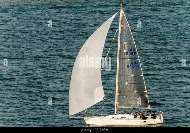 Yacht unter Segel Southampton UK Stockbild