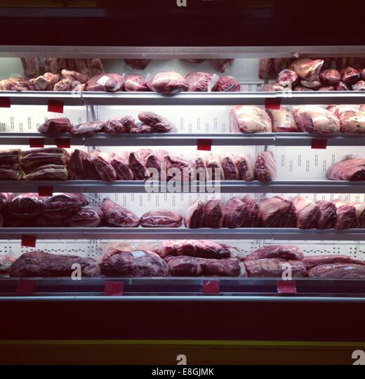 Nahaufnahme von Fleisch im Supermarkt Kühlschrank Stockbild