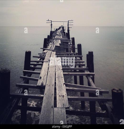 Alten verlassenen pier Stockbild