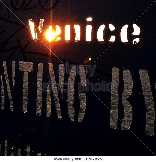 USA, California, Los Angeles, beleuchtete unterzeichnen am Venice beach Stockbild