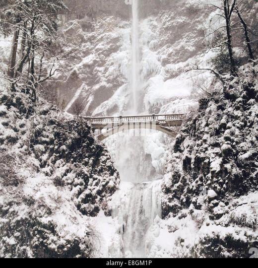 Gefrorener Wasserfall im Winter, America, USA Stockbild