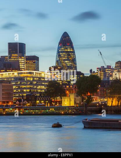 London City bei Nacht Stockbild