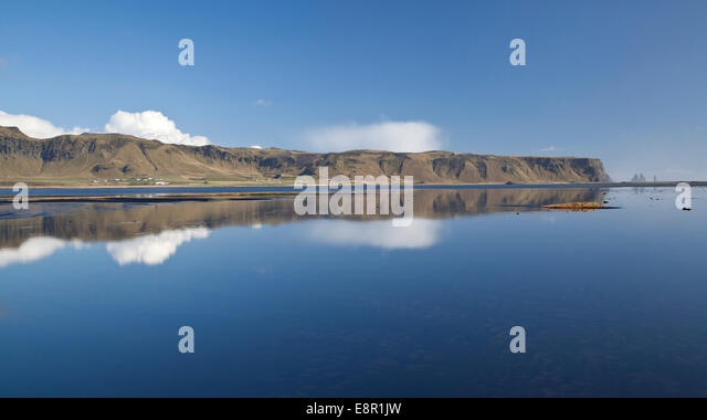 Reynisdrangar von Dyrhólaey, Süd-Ost-Island Stockbild