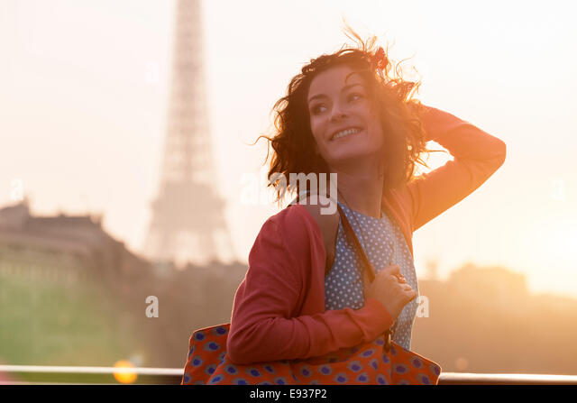 Frau in Paris - Stock-Bilder