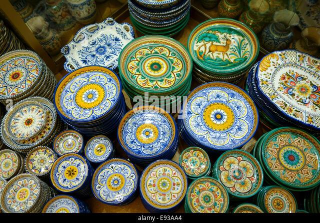 spanish souvenir pottery spain stockfotos spanish souvenir pottery spain bilder alamy. Black Bedroom Furniture Sets. Home Design Ideas