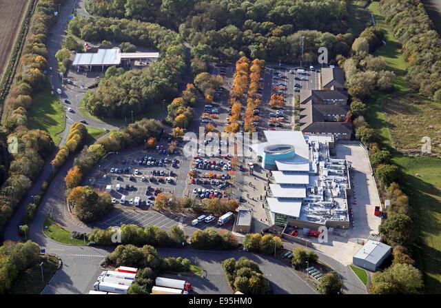 Luftaufnahme von Cherwell Valley Services direkt an der M40 und A43 in Oxfordshire Stockbild