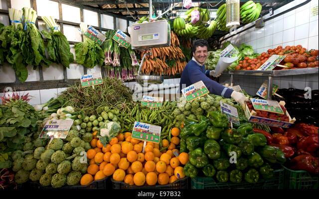 Gemüse-Speicher auf dem Markt in Jerez De La Frontera, Spanien Stockbild