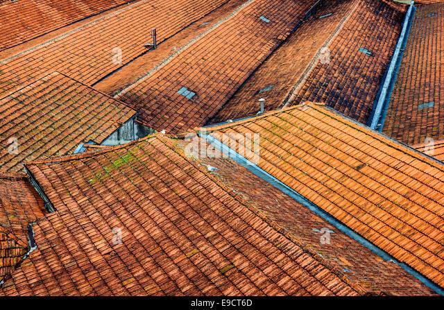 Portugiesische Dächer in Porto, Portugal. - Stock-Bilder