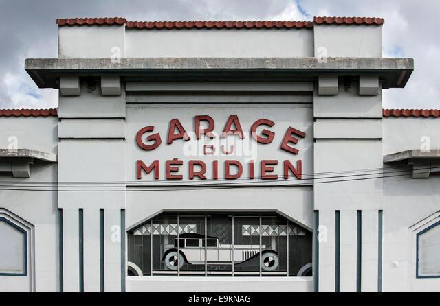 France garage car stockfotos france garage car bilder for Garage renault arles route de tarascon