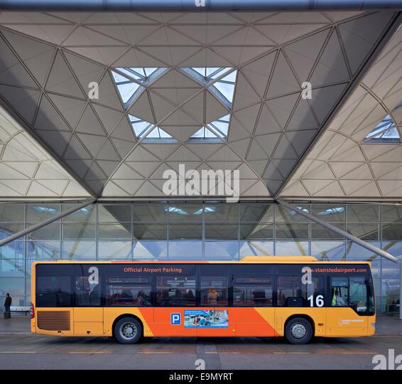 airport parking bus stockfotos airport parking bus. Black Bedroom Furniture Sets. Home Design Ideas