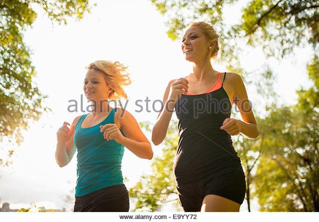 Frauen Joggen im park Stockbild