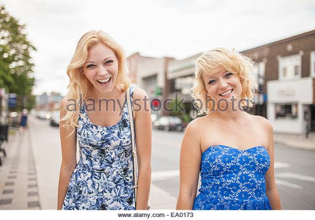 Schwestern auf Tag Stockbild