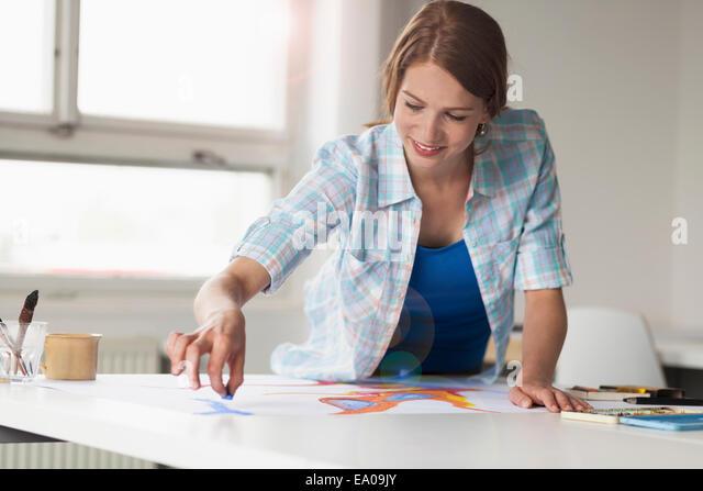 Weibliche Künstler Zeichnung Stockbild