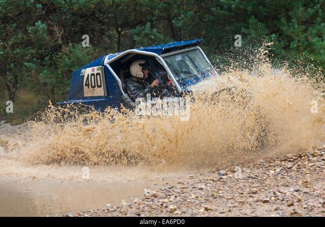 Safari-Off-Road Racing Wettkampf in Bagshot, Surrey im Oktober Stockbild