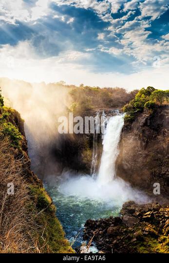 Die Victoriafälle ist der größte Vorhang des Wassers in der Welt (1708 Meter breit). Die Wasserfälle Stockbild