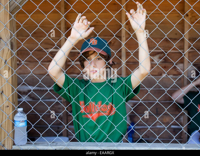 Jugend-Baseball-Spieler im Einbaum Stockbild