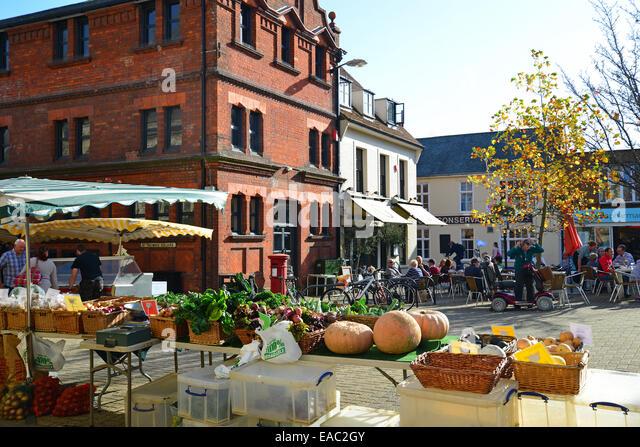 Bauern-Markt Stall, St Thomas' Square, Newport, Isle Of Wight, England, Vereinigtes Königreich Stockbild