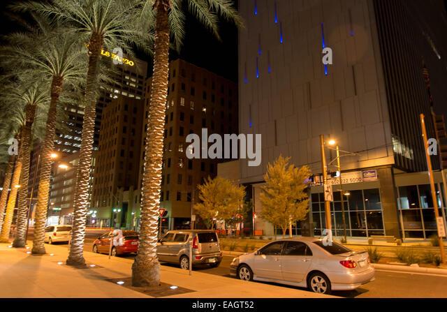Nacht Straßenbild in der Innenstadt von Phoenix, Arizona Stockbild