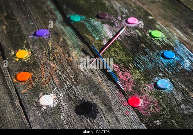 Aquarellfarben in Uhr-Form Stockbild