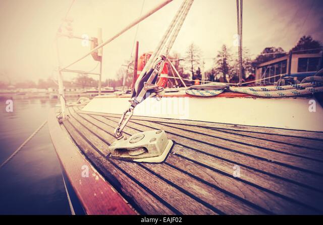 Jahrgang gefiltert Nahaufnahme Bild der Yacht Takelage. Stockbild