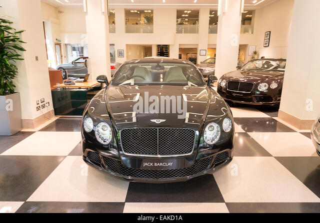 Jack Barclay Bentley Autohaus in Berkeley Square, Mayfair, London, England, UK Stockbild