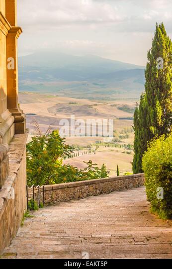 Sonnigen Straßen der italienischen Stadt Pienza in der Toskana Stockbild