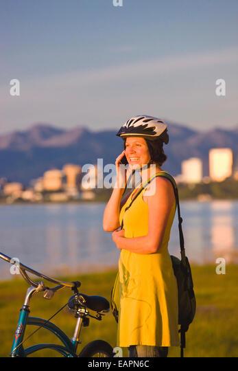 30er Jahre, Erwachsene, Alaska, Anchorage, Radfahrer, Radfahren Stockbild