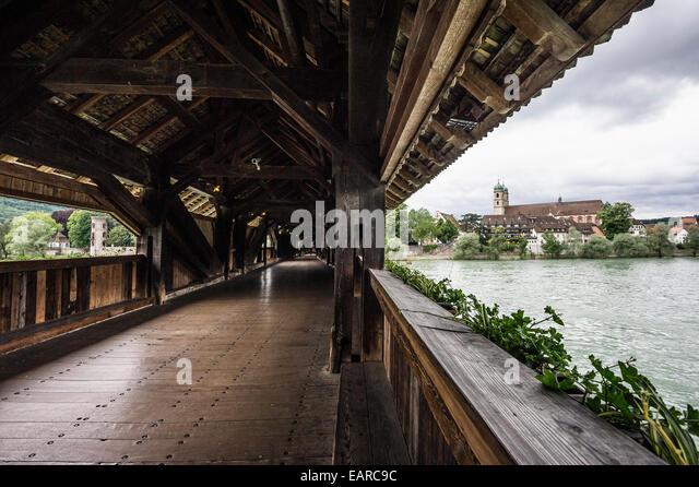 Die längste gedeckte Holzbrücke Europas, Rhein, St. Fridolin Münster auf der Rückseite, Bad Stockbild
