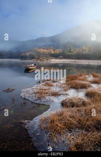 Frostigen Wintermorgen am Ufer des oberen Sees, Killarney National Park, County Kerry, Irland. Stockbild