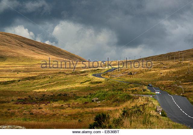 Straße durch die Mourne Mountains in Nordirland. Stockbild