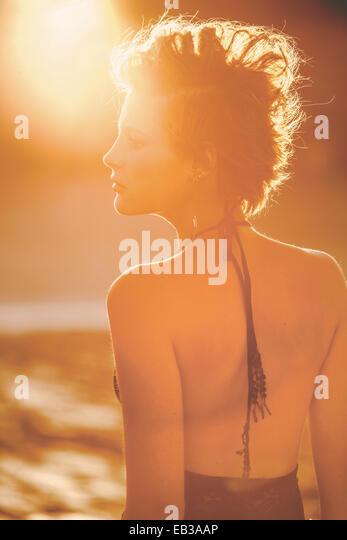 USA, California, Los Angeles, Frau im Sonnenlicht Stockbild