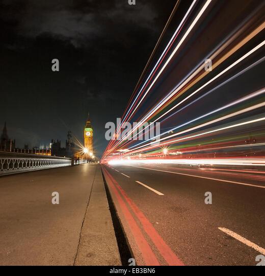 Großbritannien, England, London, Light trail auf Westminster Bridge Stockbild