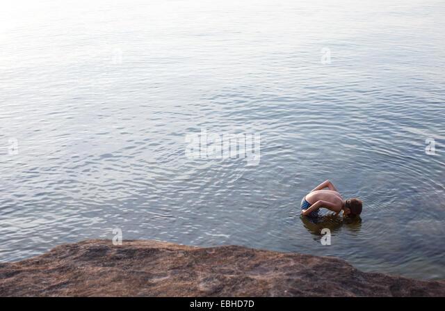 Erhöhte Ansicht der junge blickte auf Lake Superior, Au-Zug, Michigan, USA Stockbild