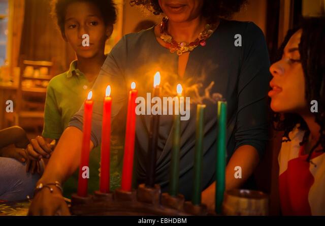 Familie feiern Kwanzaa Stockbild
