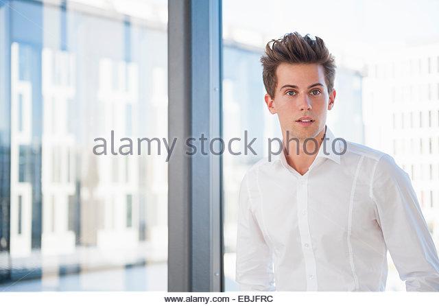Porträt des jungen Geschäftsmann Stockbild