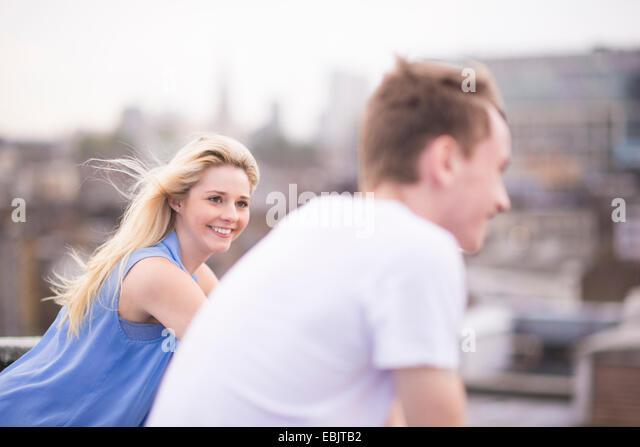 Paar, Fokus auf junge Frau Stockbild