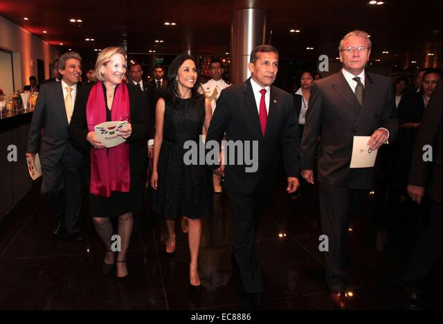 Lima, Peru. 9. Dezember 2014. Perus Präsident Ollanta Humala (2., R), besucht die kulturelle Gala für Stockbild