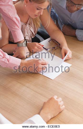 Frau der Rezeption Team Männer treffen Kooperationskonzept Stockbild