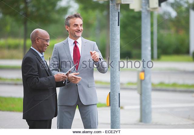 Treffen Kreuzung Entwicklung Multi-Kulti-Männer Stockbild