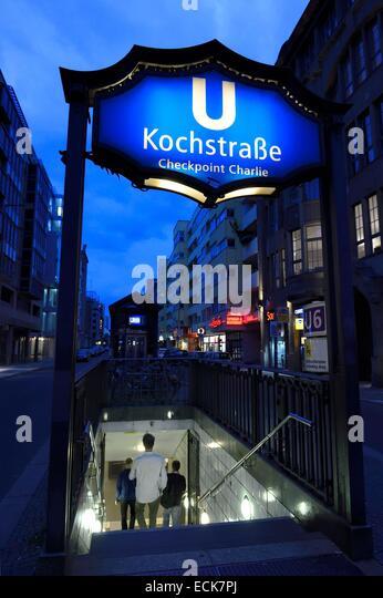 Deutschland, Berlin, Berlin-Mitte, U Bahn, Ausstieg u-Bahnhof Kochstraße-Checkpoint Charlie Stockbild