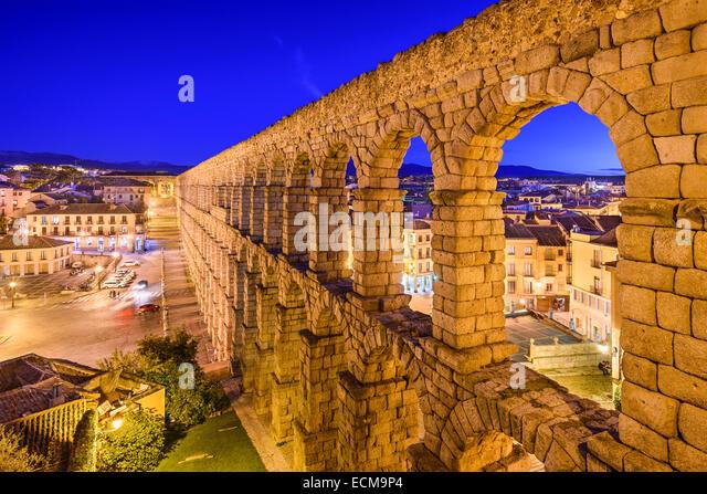 Segovia, Spanien an der alten römischen Aquädukt und Azoguejo Platz. Stockbild