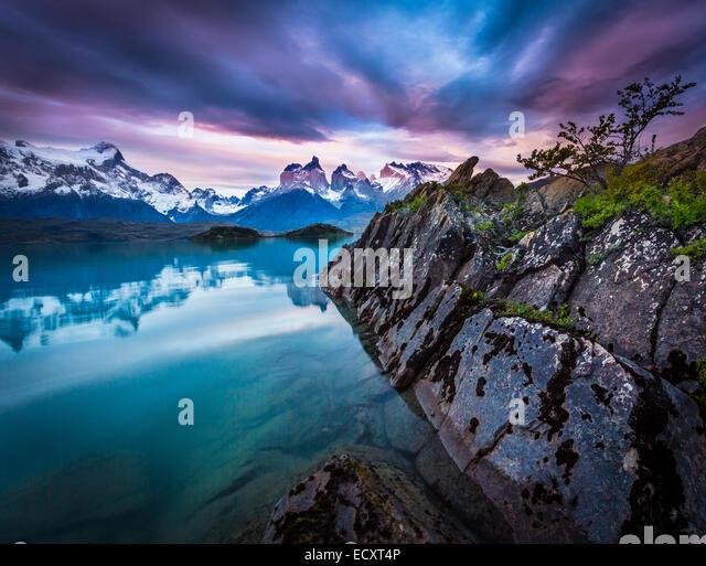 Torres del Paine Nationalpark umfasst Bergen, Gletschern, Seen und Flüsse im Süden Patagoniens. Stockbild