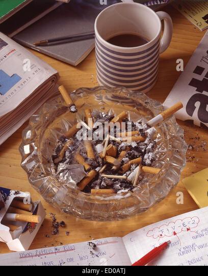 ashtray filled cigarette butts stockfotos ashtray filled. Black Bedroom Furniture Sets. Home Design Ideas