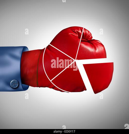 Wettbewerb-Marktanteil Verlust Geschäftskonzept als rote Boxhandschuh geformt als finanzielle Kreisdiagramm Stockbild