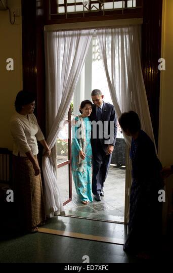 US-Präsident Barack Obama mit Myanmar Oppositionsführer, Daw Aung San Suu Kyi nach einer Pressekonferenz Stockbild