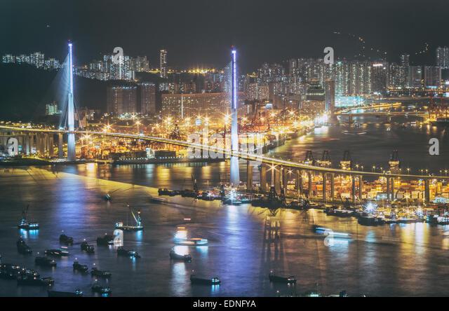 Nachtansicht von Hong Kong, Stadt mit hoher Dichte der Bevölkerung. Stonecutters Bridge in Hong Kong. Stockbild