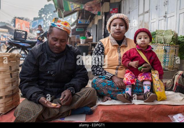 Familie Zay marktüblichen Loikaw Thiri Mingalar Stockbild
