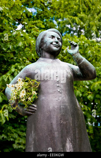 München, Bayern, Deutschland. Viktualienmarkt - Statue (Elisabeth) Liesl Karlstadt (deutsche Schauspielerin). Stockbild