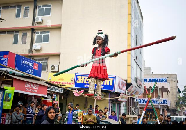 Indien, Rajasthan, Jaipur, Alltag, Streetart-Künstler-Mädchen Stockbild
