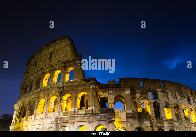 Gewitterwolken über dem Kolosseum, Rom, Italien Stockbild